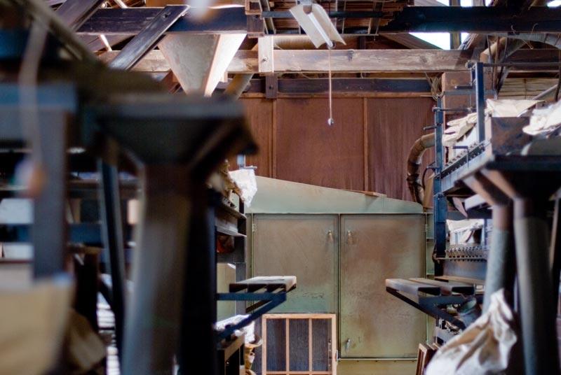 大島園本店の製茶工場から一枚